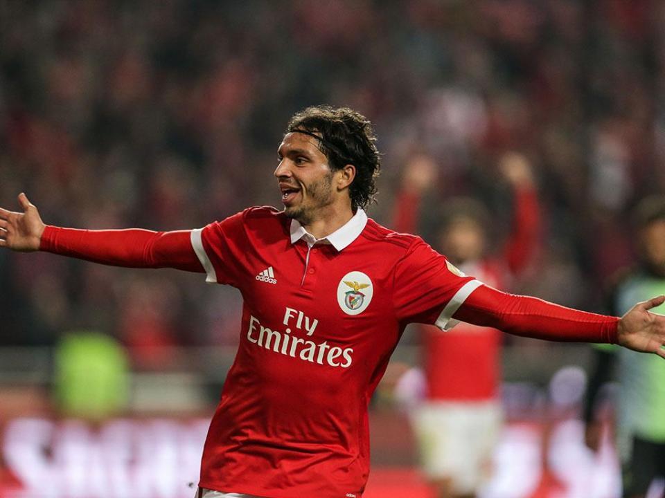 VÍDEO: Krovinovic assina o terceiro para o Benfica