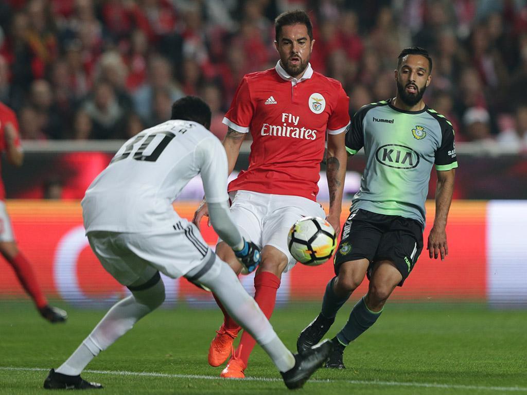 Benfica-V. Setúbal: Varela na baliza, Vitória muda três
