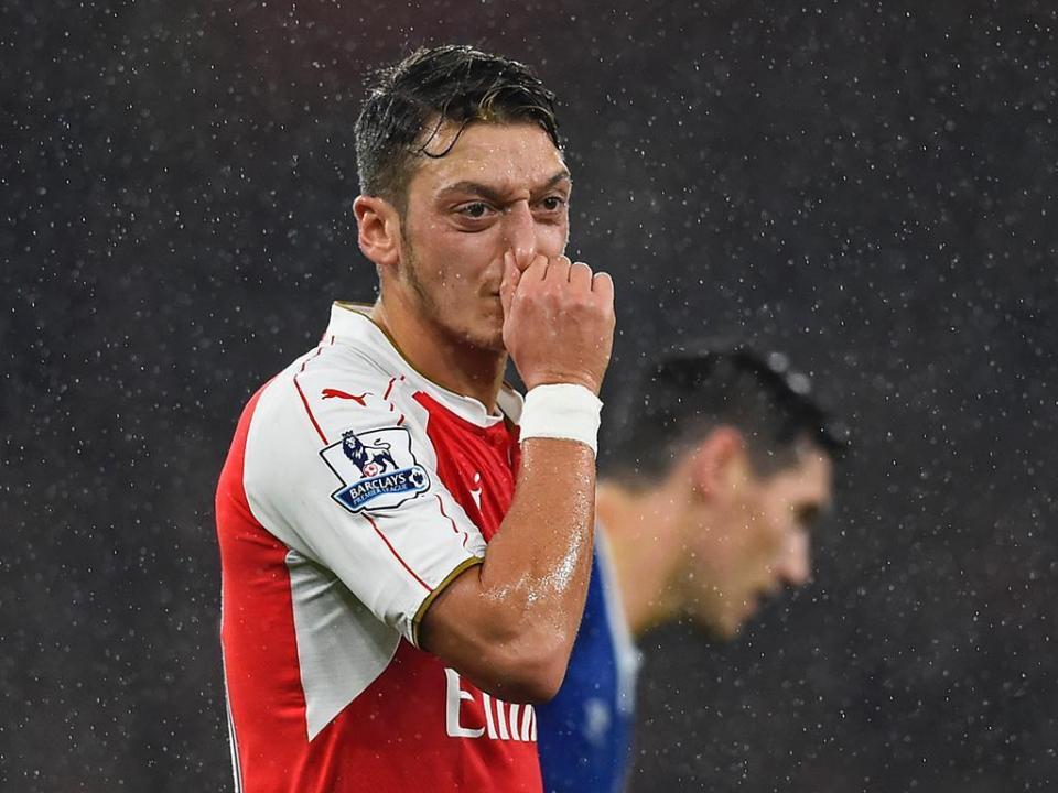 Unai Emery: «Mezut Özil não está à venda»