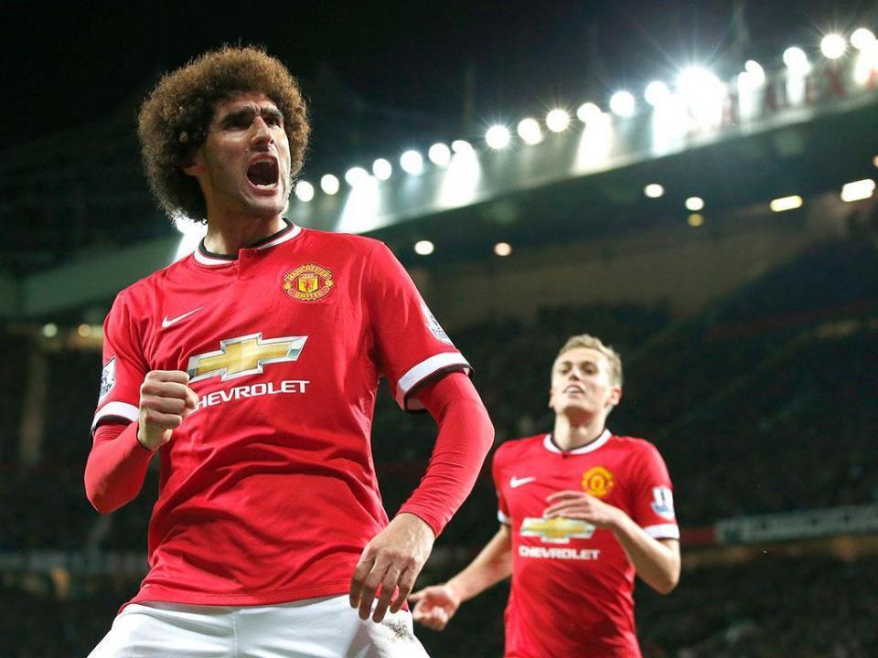 OFICIAL: Fellaini renova com o Manchester United
