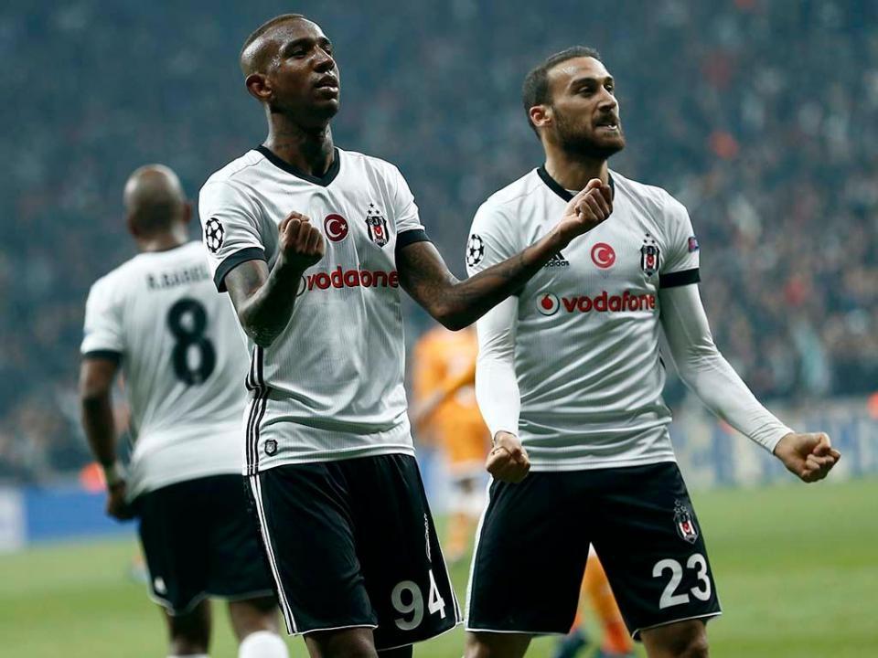 VÍDEO: Besiktas forte, Pepe e Quaresma no 3-0 ao Galatasaray