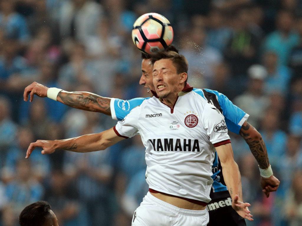 Libertadores: Lanús foi para o palco da final em...carrinhas