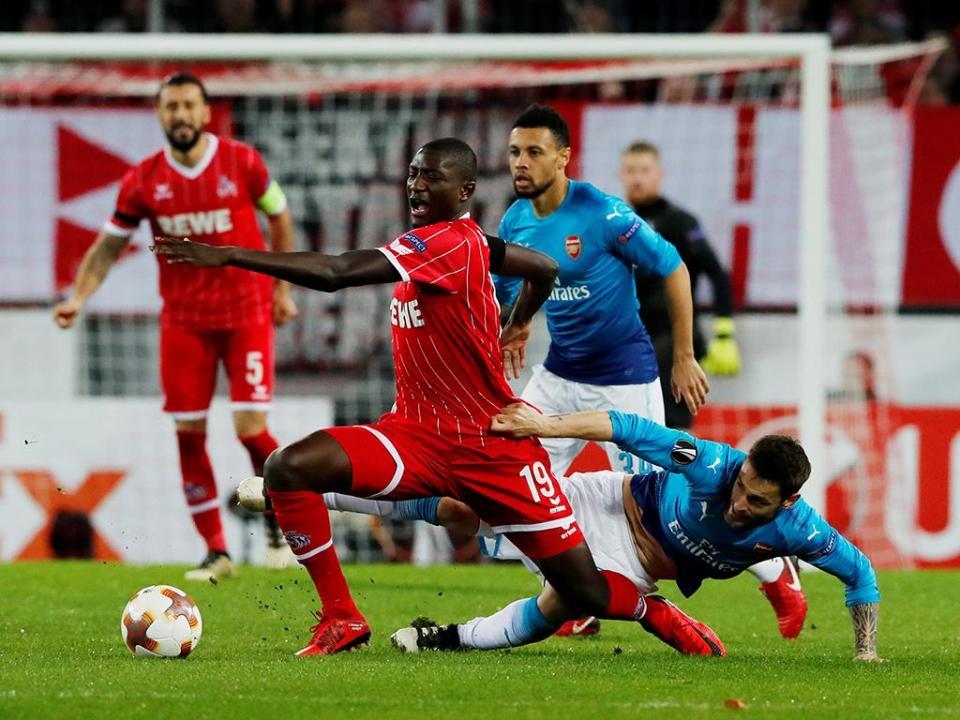 LE: Colónia vence Arsenal e baralha as contas