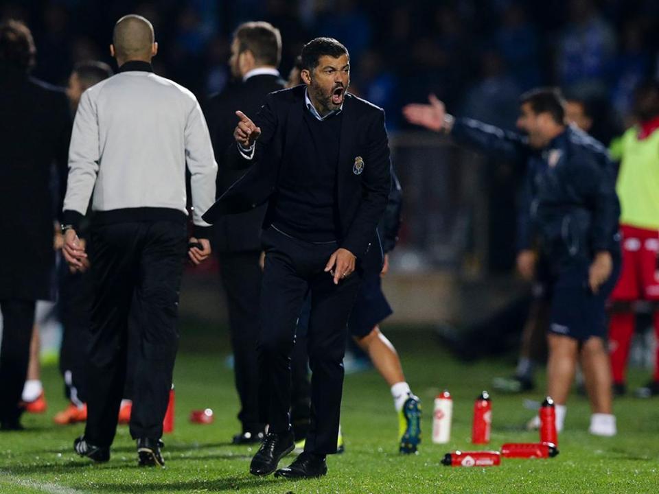 VÍDEO: FC Porto queixa-se de penálti sobre Danilo perto dos descontos