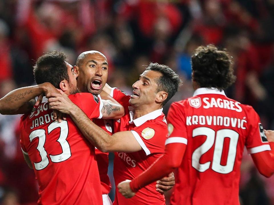 Benfica: Luisão renovou por uma época
