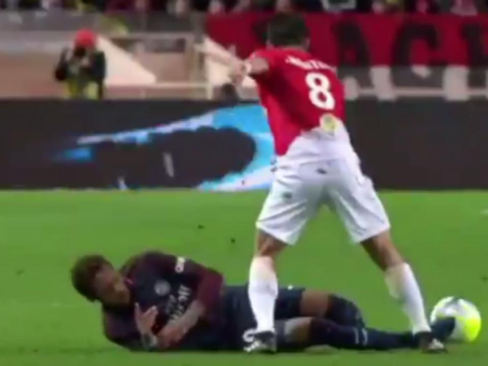 VÍDEO: Neymar fez Falcao ajoelhar-se, Moutinho acabou-lhe com o show