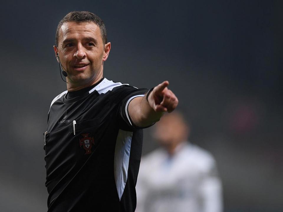 Segunda parte do Estoril-FC Porto com o mesmo árbitro