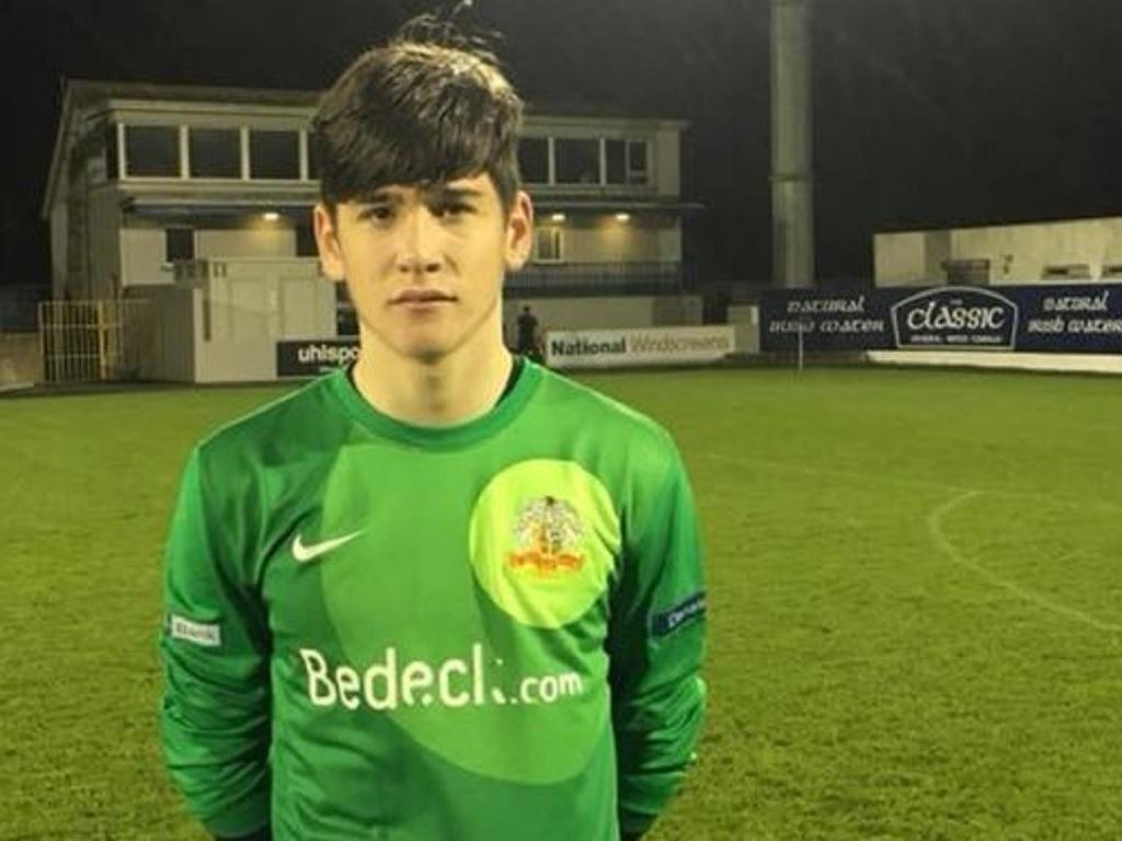 Equipa da 1.ª liga da Irlanda do Norte estreia guarda-redes com 14 anos