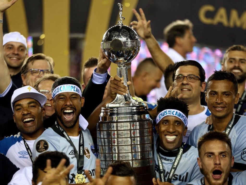 Grêmio vence Lanús e conquista Libertadores 22 anos depois