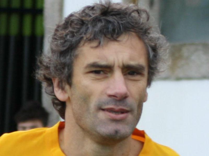 O professor que foi campeão pelo FC Porto e fez dois autogolos pelo Benfica