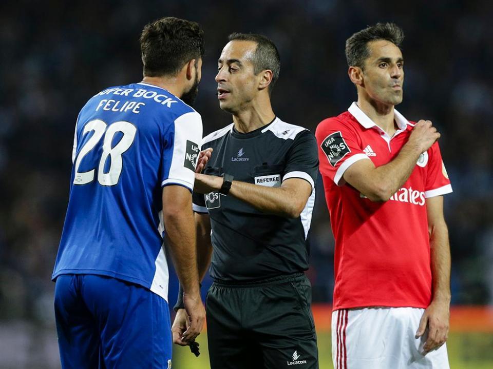 ONZES OFICIAIS do Benfica-FC Porto: águia sem Jonas, FC Porto com Marega