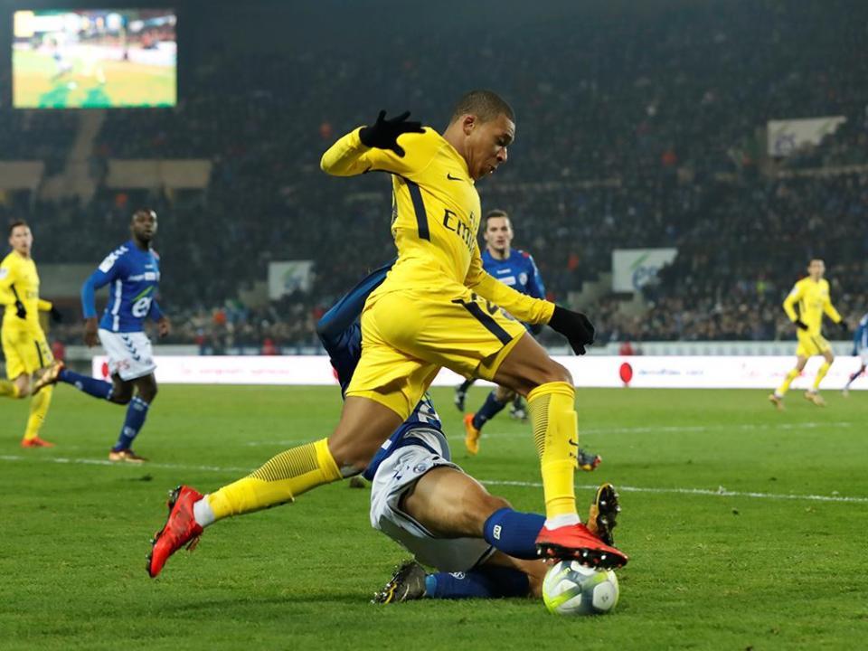 PSG vinga-se do Estrasburgo, Lyon cai em Montpellier
