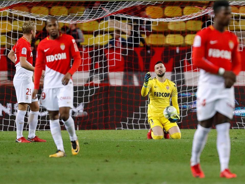 Suk (FC Porto) bisa, mas o Mónaco vira perto do fim com assistência de Moutinho