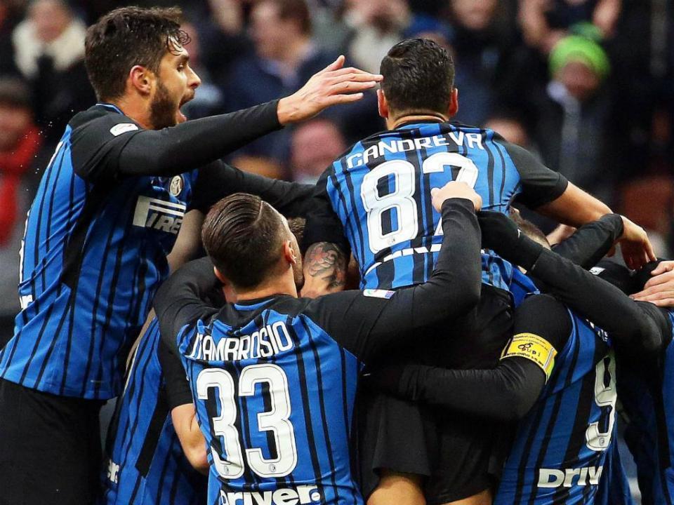 Inter goleia com João Mário e é o novo líder da Serie A