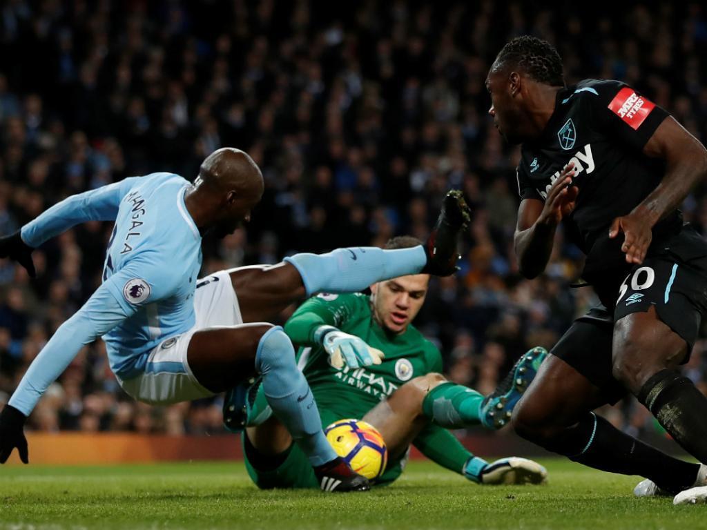 Manchester City sofre mas volta a ganhar com reviravolta