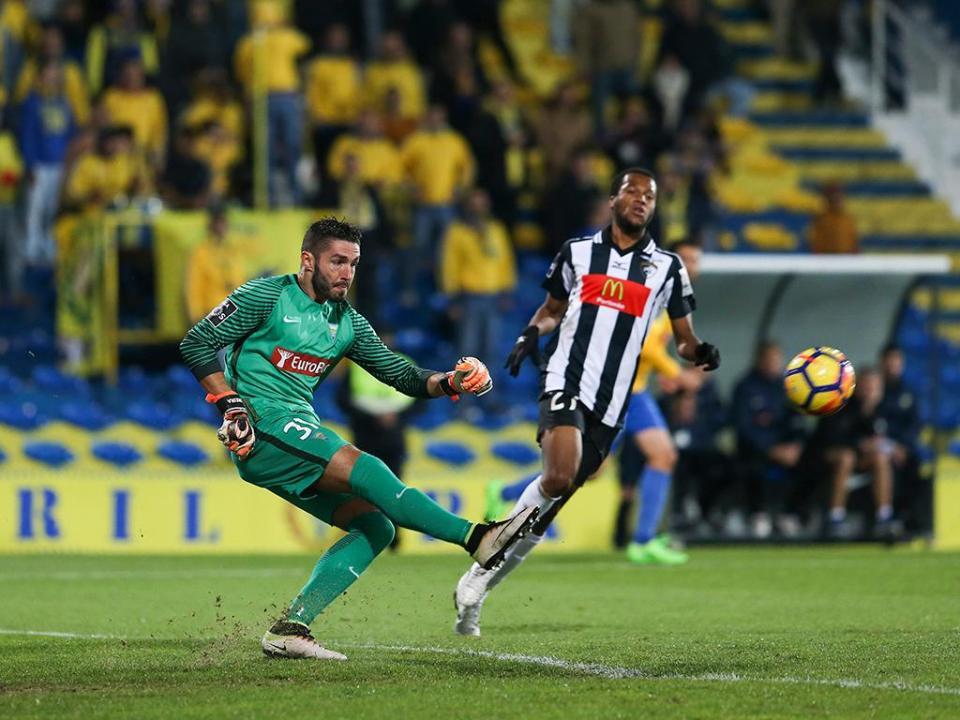 VÍDEO: VAR anula golo do Portimonense frente ao Estoril