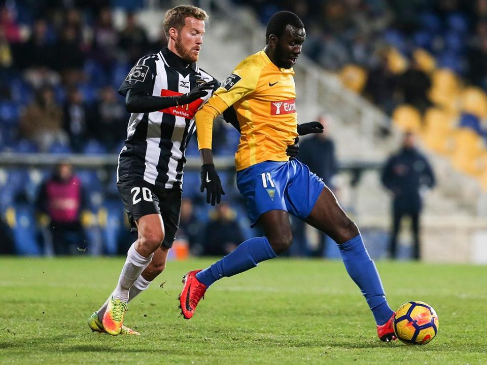 OFICIAL: Estoril empresta Allano ao Bursaspor