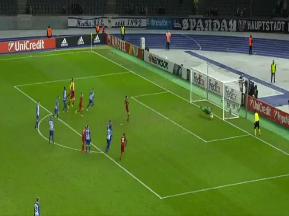 VÍDEO: filho de Klinsmann defende penálti na estreia pelo Hertha