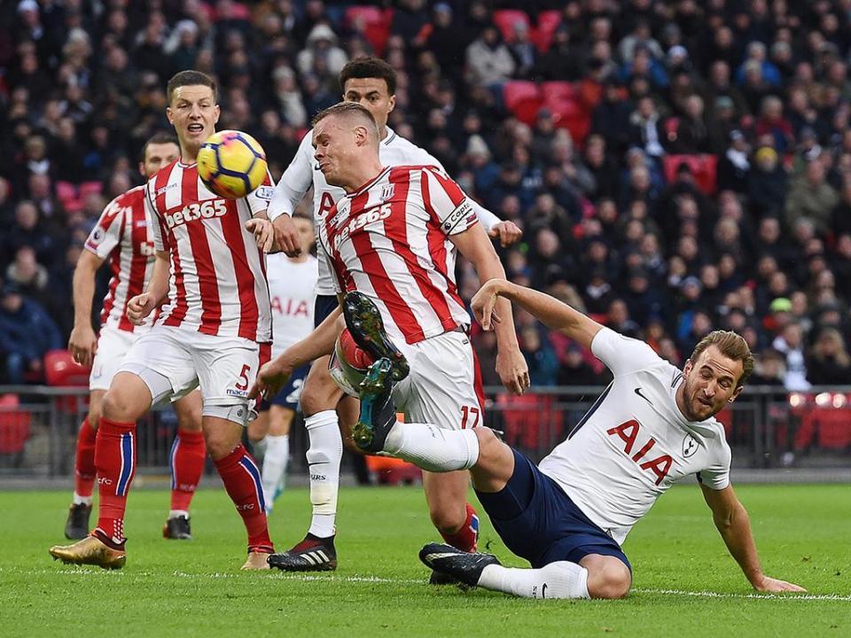 Stoke: jogadores «apertados» por adeptos após goleada em Londres