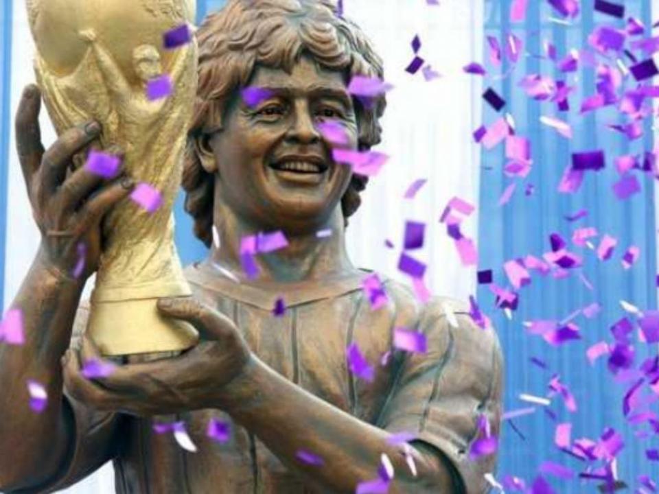 Maradona inaugurou estátua...em Calcutá
