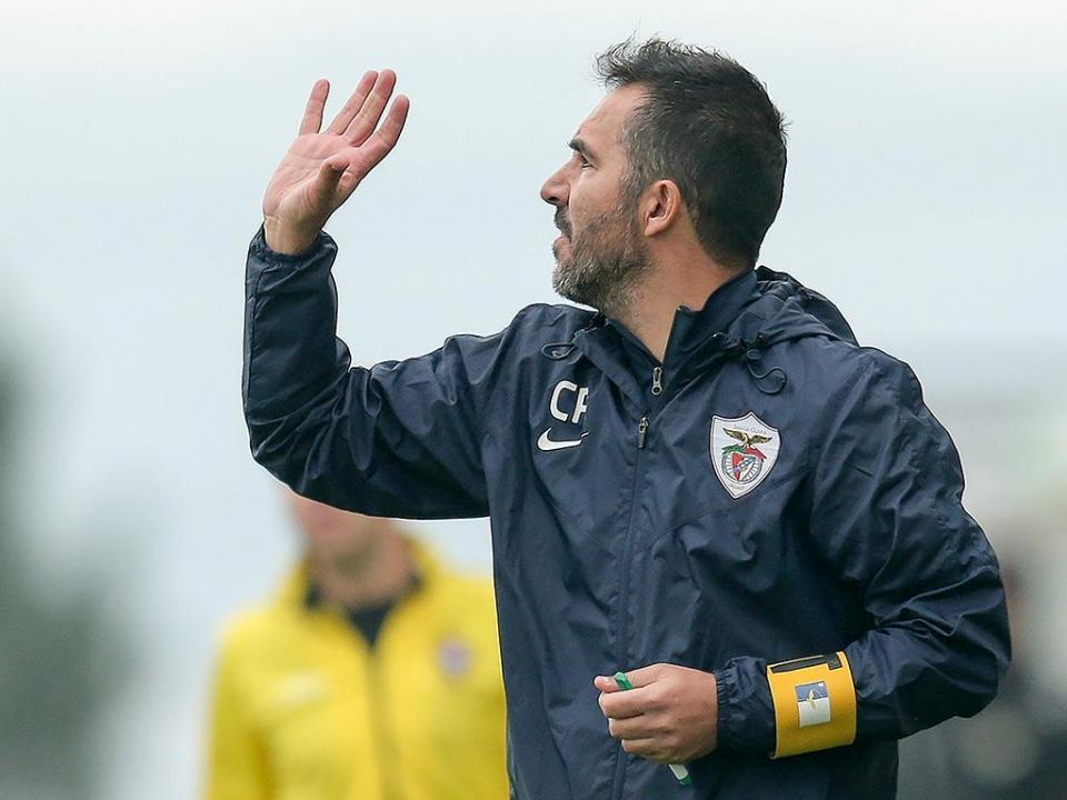 OFICIAL: Carlos Pinto deixa comando técnico do Santa Clara