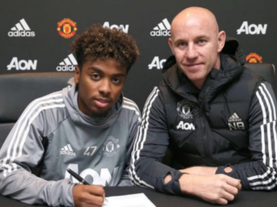 Filho de Gil Gomes assina contrato profissional com o Man. United