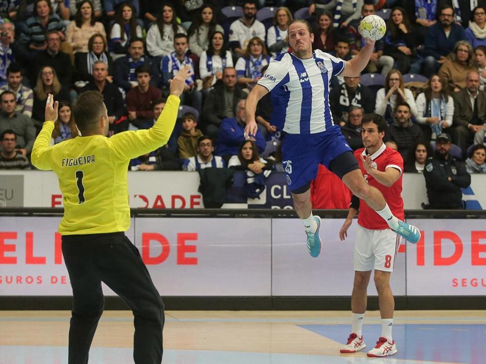 Andebol: FC Porto bate Potaissa Turda na 1ª mão da 1ª eliminatória da Taça EHF