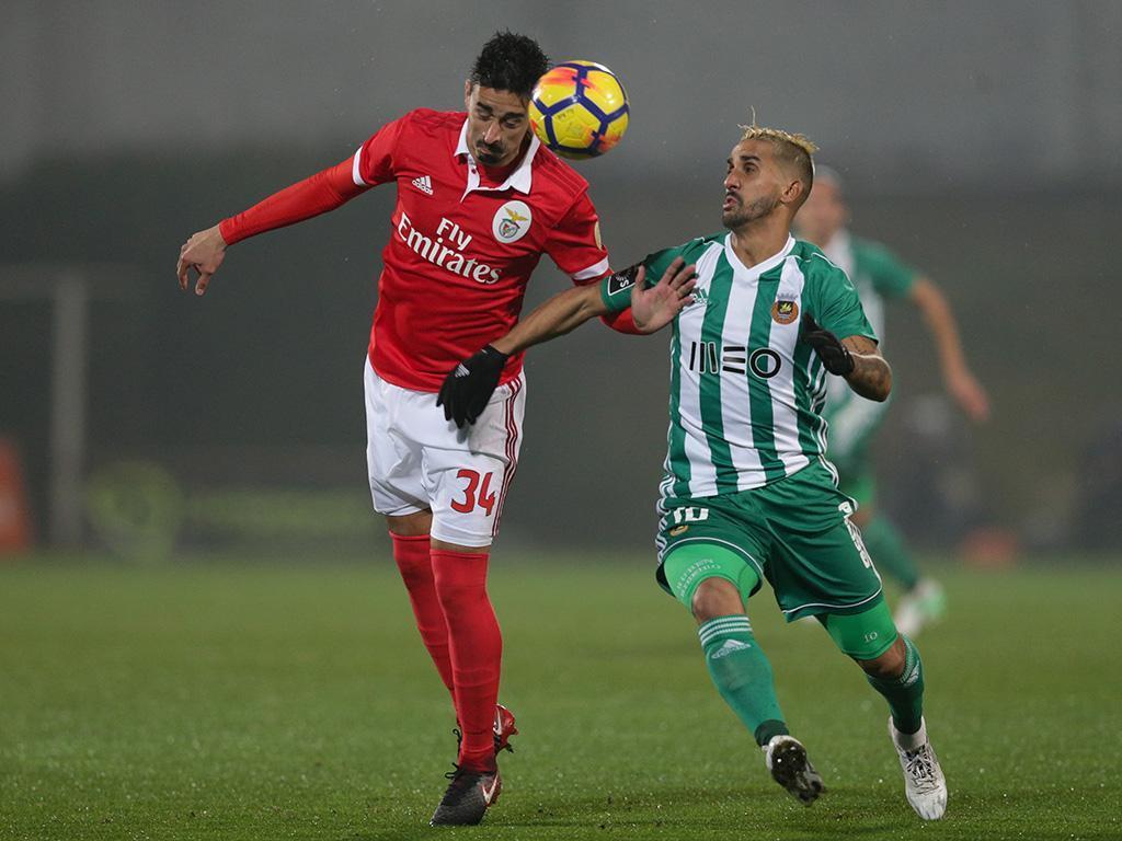 VÍDEO: quatro do Benfica à volta e Rúben Ribeiro fez este golaço