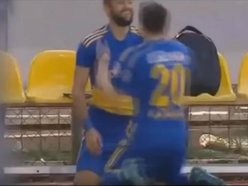 VÍDEO: que golão, é o Roberto Carlos turco!