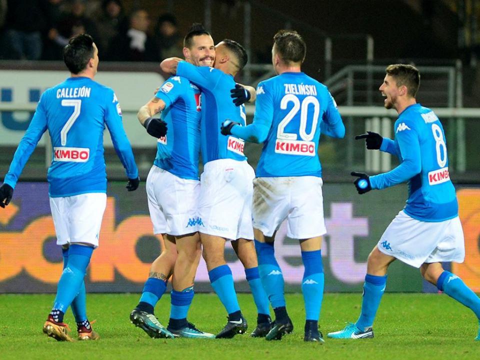 Itália: Nápoles vai passar Natal no topo, Inter volta a perder