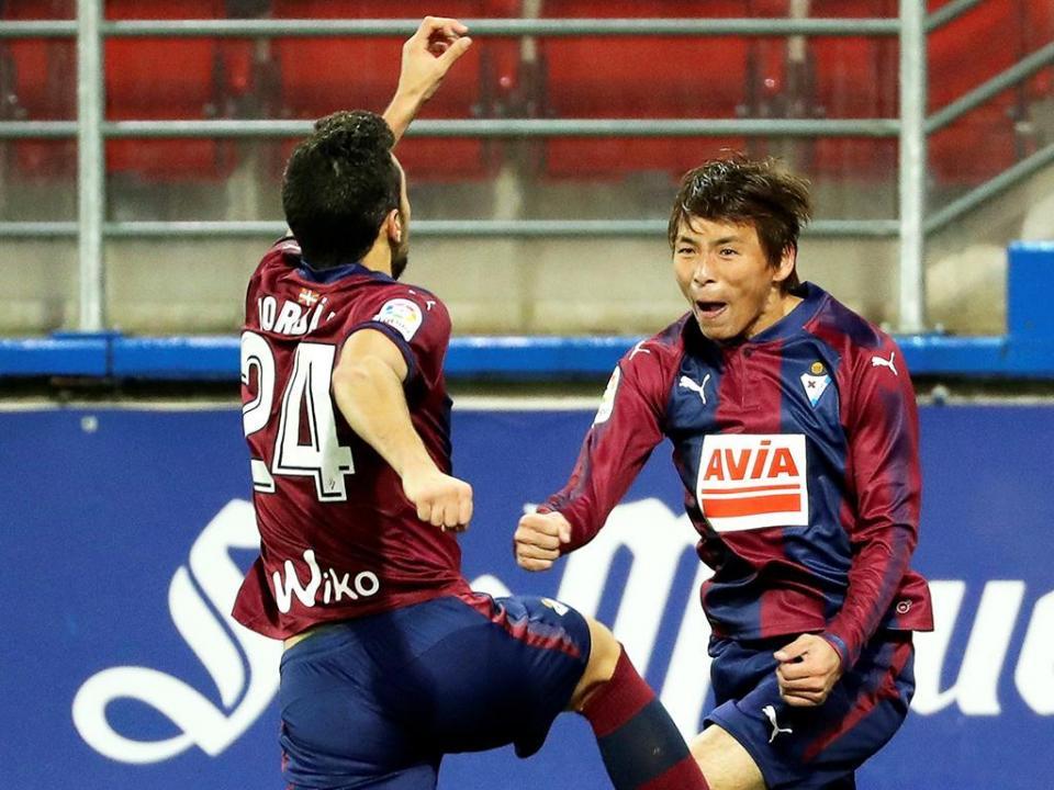 Espanha: Paulo Oliveira e Bebé titulares na goleada do Eibar