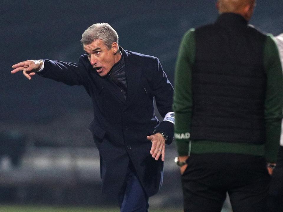 Luís Castro: «Há jogadores que começam a não ter capacidade para jogar em casa»