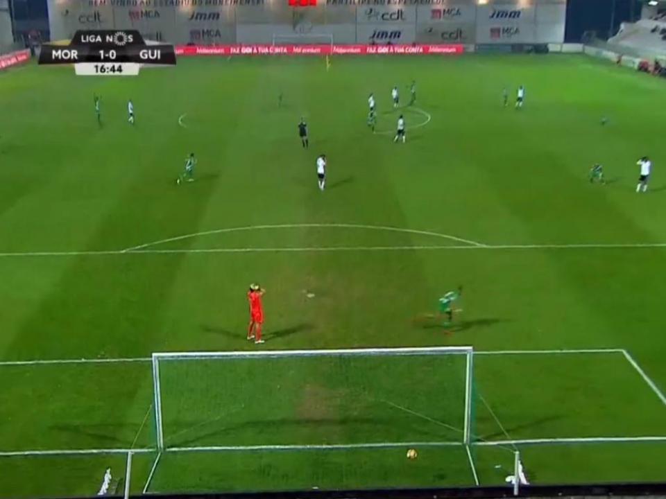 VÍDEO: erro incrível de Douglas dá vantagem ao Moreirense