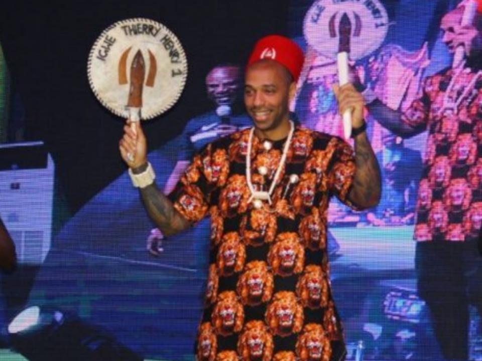 Thierry Henry coroado Rei do Futebol na Nigéria