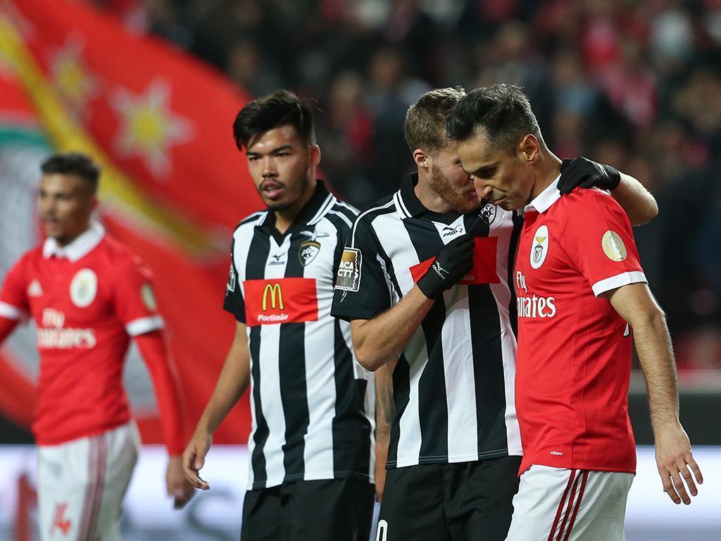 Benfica empata e fica com a Taça da Liga em risco