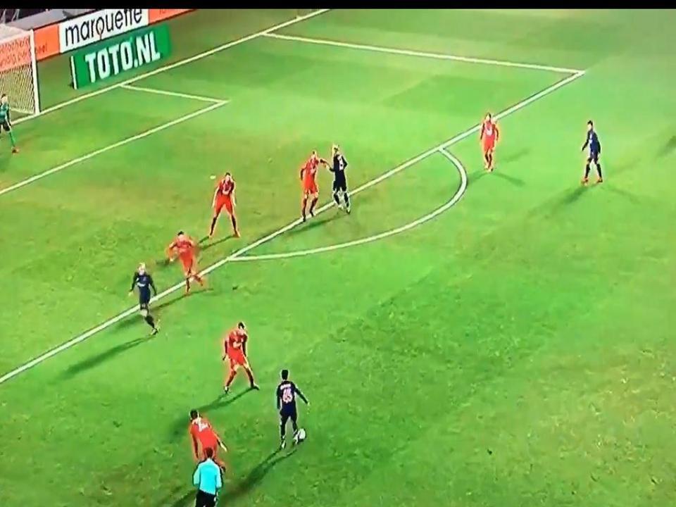 VÍDEO: filho de Kluivert assina golaço, mas Ajax cai na Taça