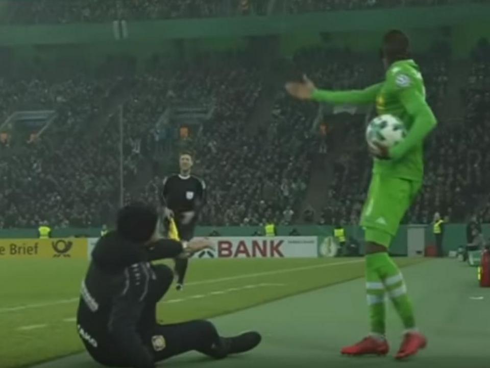 VÍDEO: treinador do Leverkusen em simulação descarada