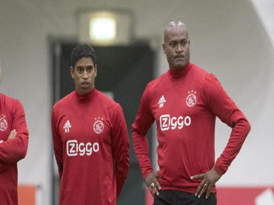 OFICIAL: Michael Reiziger nomeado treinador interino do Ajax