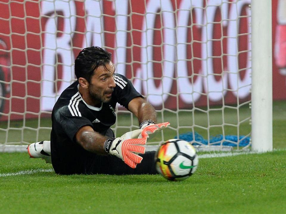 Buffon rejeita problemas no balneário da Juventus