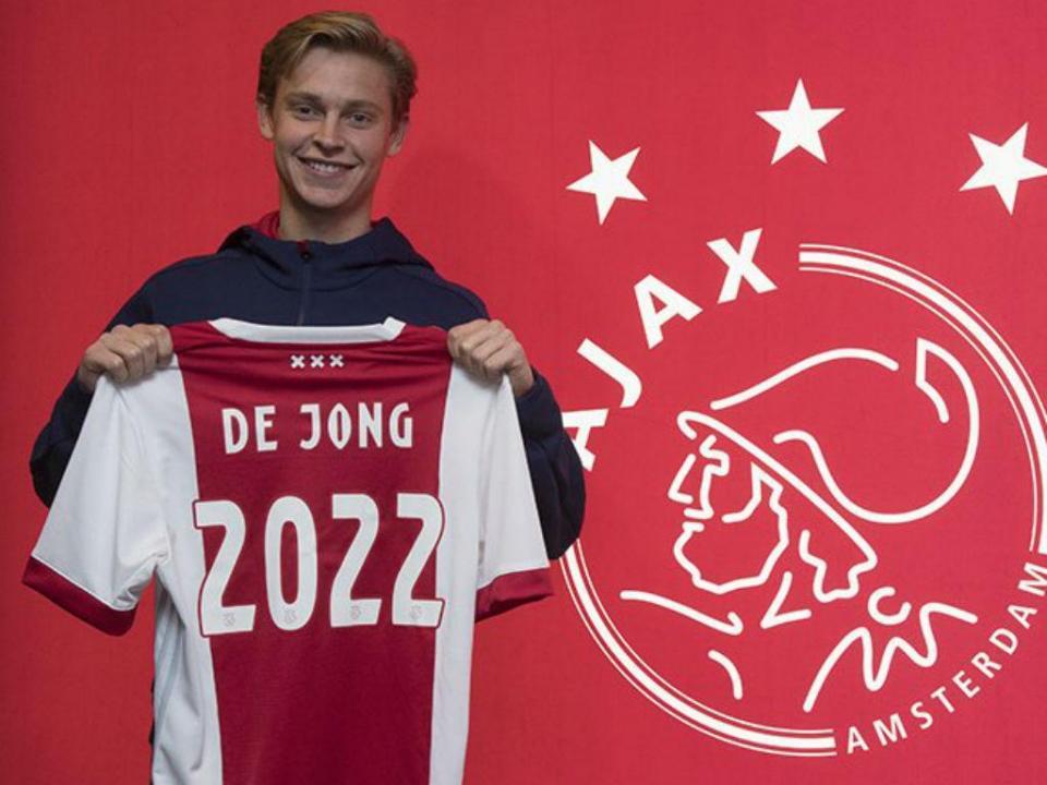 Ajax renovou com Frenkie de Jong até 2022