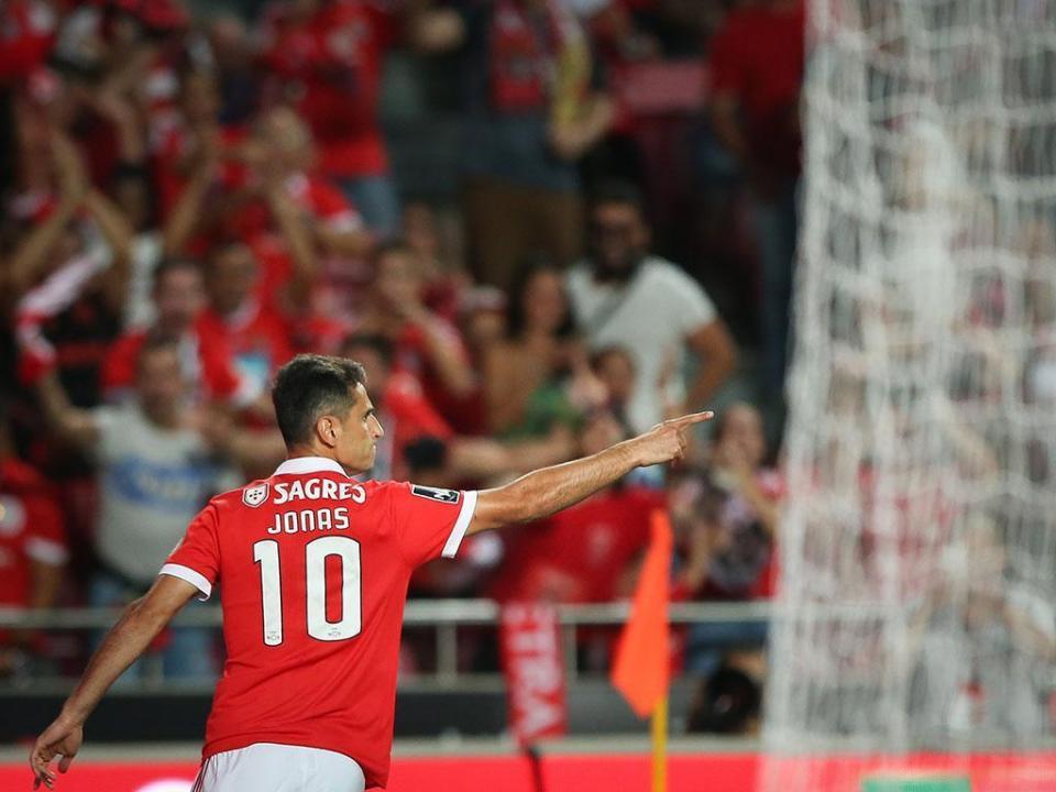 VÍDEO: Jonas, de cabeça, para o 21º golo na Liga