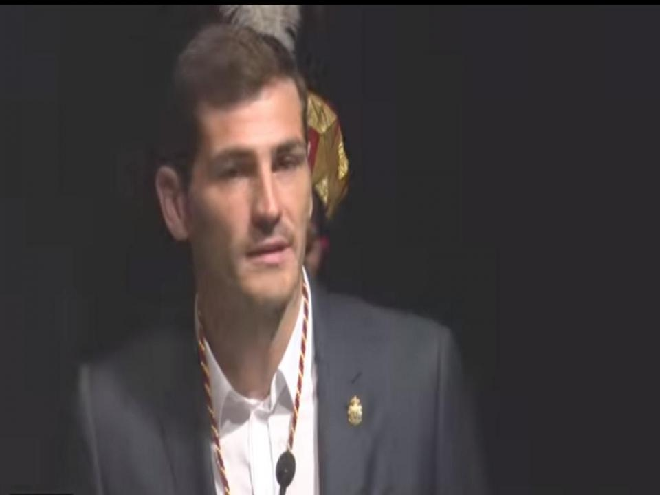 VÍDEO: Casillas emocionado ao receber medalha de ouro de Ávila