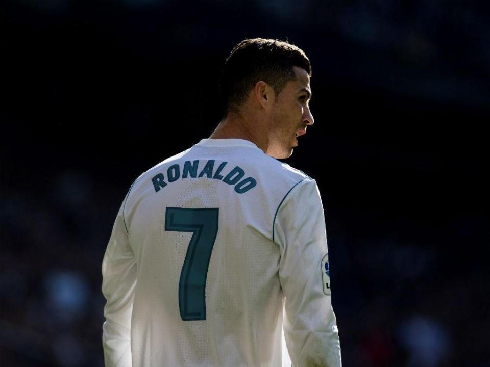 Ronaldo e o espaço para troféus: «Não te preocupes, tenho muito» (vídeo)