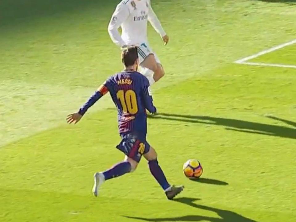 VÍDEO: Messi assistiu para o golo do Barcelona...descalço