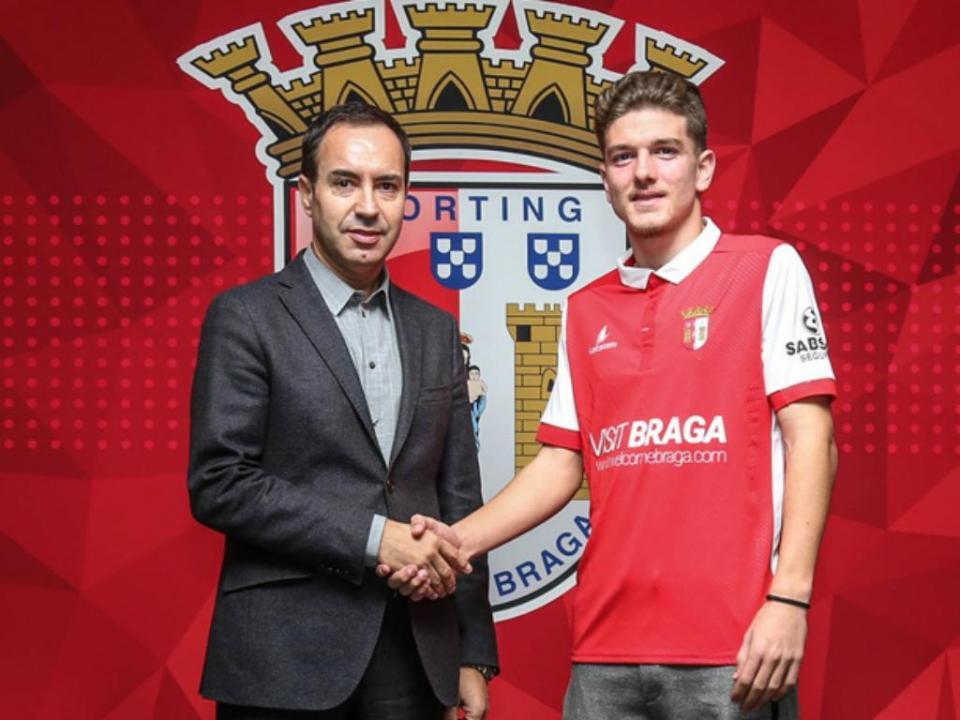 Sp. Braga: Schurrle assina contrato profissional