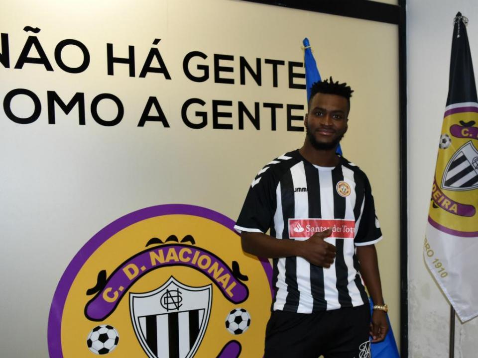 OFICIAL: Nii Plange regressa ao futebol português