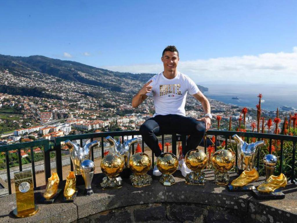 Em Portugal, CR7 exibe troféus conquistados na carreira