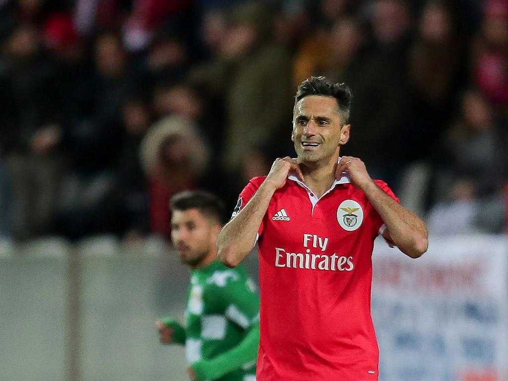 VÍDEO: Benfica reclamou penálti de Paulinho sobre Jonas