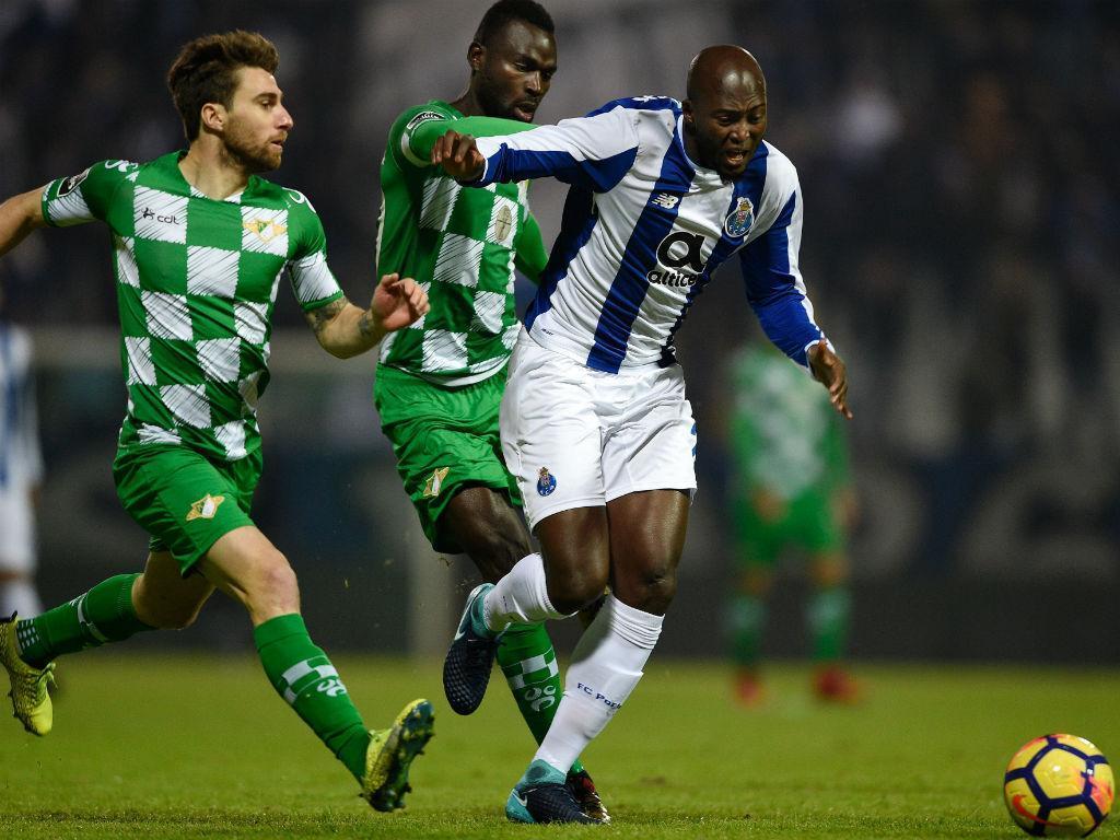 FC Porto: Danilo evolui para treino condicionado