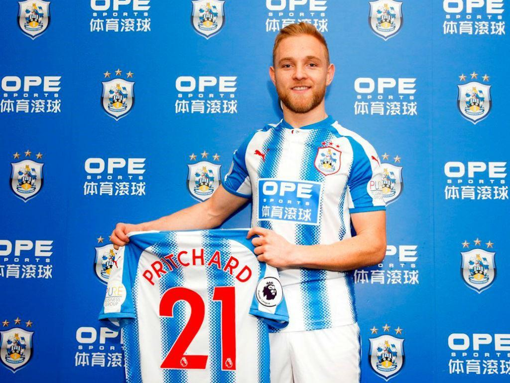 OFICIAL: Huddersfield contrata ao clube de Ivo Pinto e Nélson Oliveira